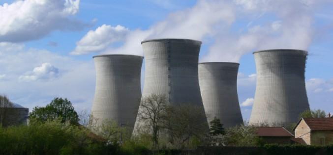 Un drone survole une centrale nucléaire en Belgique