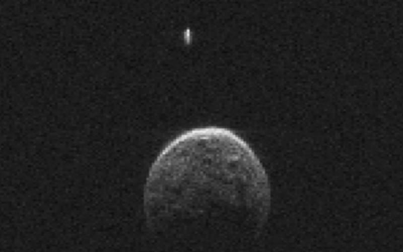 L'astéroïde qui a frôlé la Terre avait… une lune !