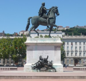 19 Statue équestre de Louis XIV Place Bellecour - Lyon, France