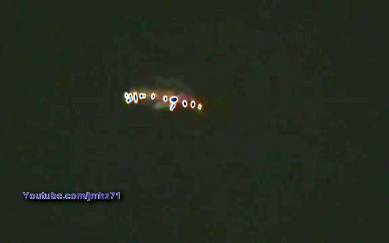 Un ovni en forme d'étoile vol de nuit au-dessus de Colombia