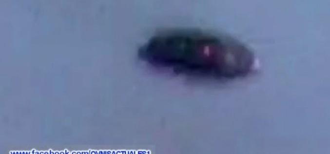Un ovni noir en forme de soucoupe volante survol l'Arizona (26.02.15)