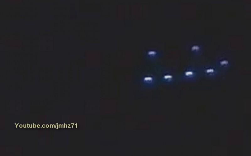 Un ovni triangulaire qui survole de nuit Morelox (Mexico)