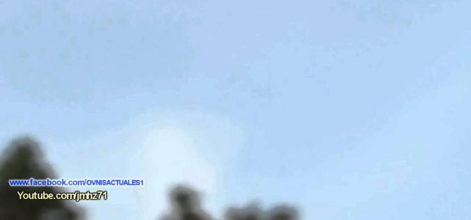 Une grappe d'ovnis lumineux filmée dans le ciel de Sao Paulo (26.03.15)