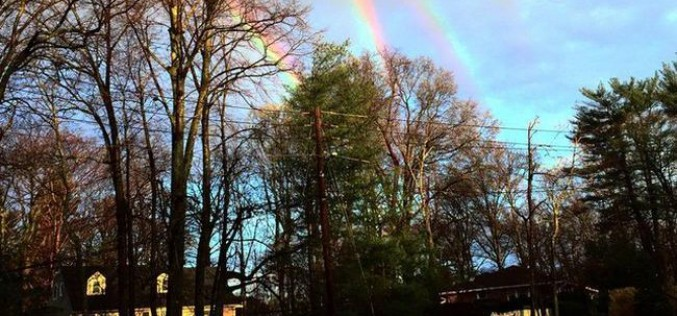 La photo d'un quadruple arc-en-ciel divise la Toile