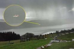 Un ovni photographié au-desssus du Loch Ness