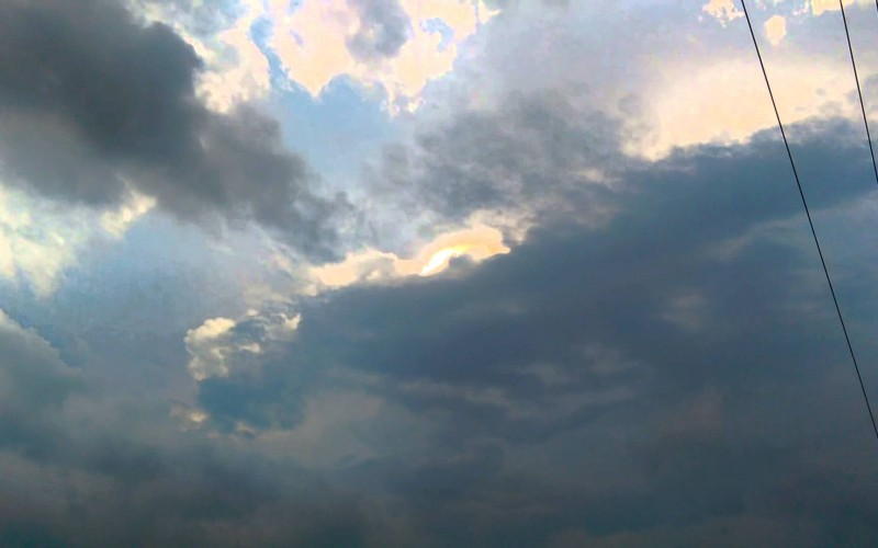 Une lumère inexpliquée dans l'Indianana, HAARP soupçonné (12/06/2015)