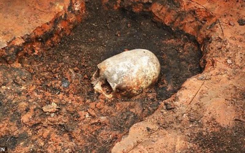Étrange crâne de squelette découvert sur le Stonehenge russe