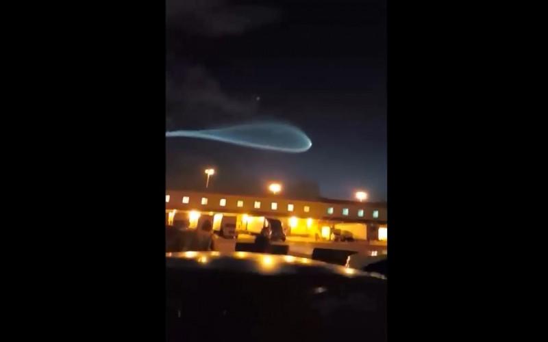 Un étrange panache laissé par une fusée dans le ciel de Floride