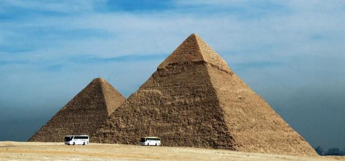 """La mission """"Scan Pyramids"""" va-t-elle résoudre le mystère des pyramides ?"""