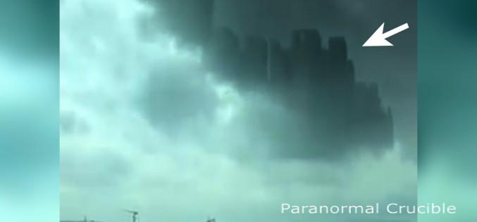 Une mystérieuse ville flottante apparaît dans le ciel en Chine