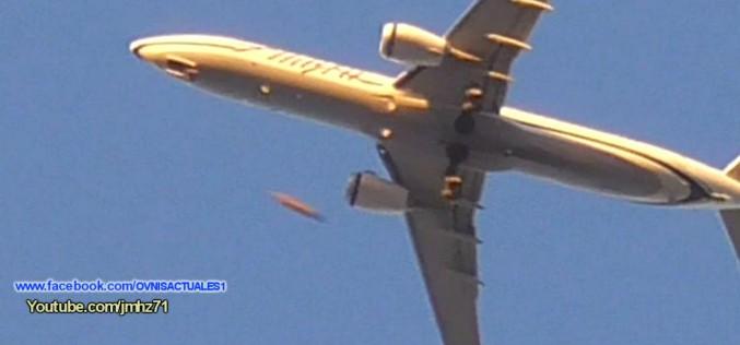 Un ovni croise un avion au-dessus de Los Angeles (02/11/2015)
