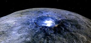Cette image du cratère Occator en fausses couleurs montre les différences de composition de la surface de Cérès