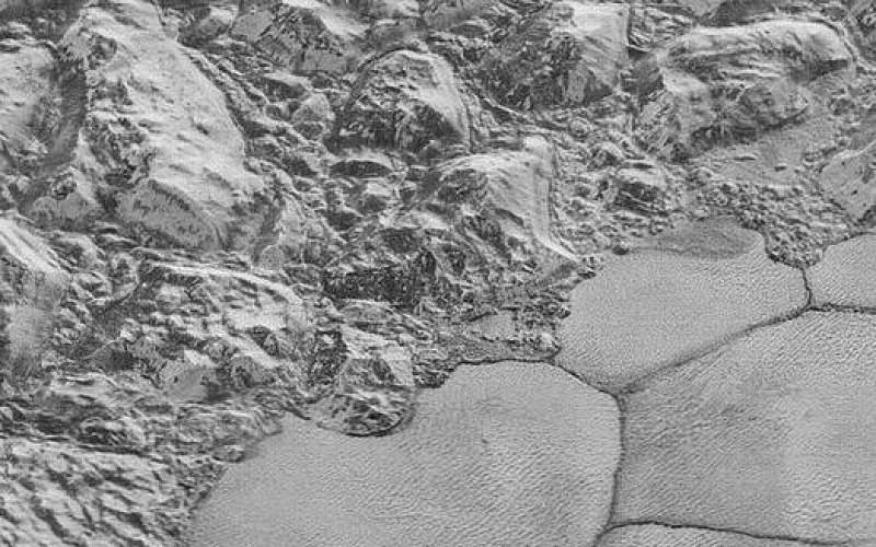 Pluton sous la loupe