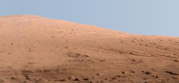 Le ciel de la planète rouge est-il bleu ?