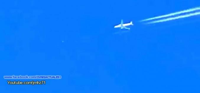 Ovni passant entre deux avions au Royaume-Uni (01/01/2016)