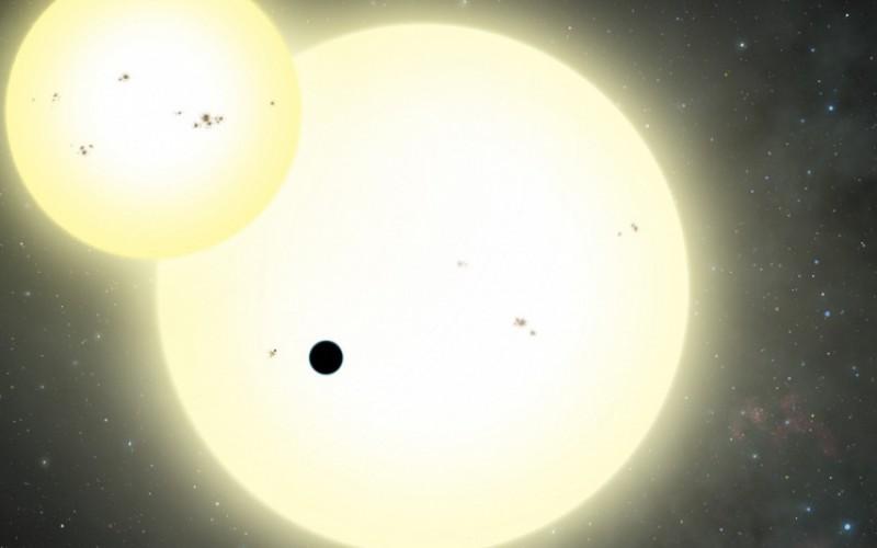 La plus grande exoplanète jamais découverte en orbite autour de 2 étoiles