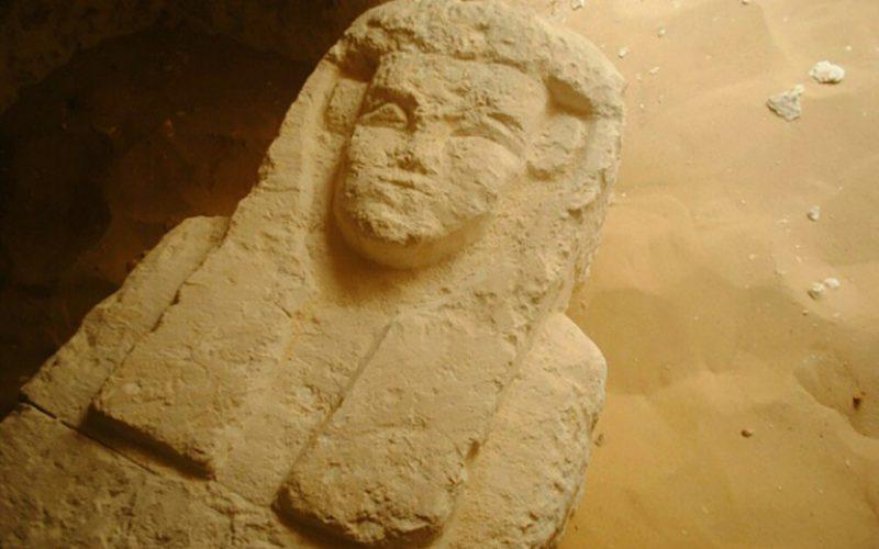 Egypte: des archéologues découvrent trois tombeaux millénaires
