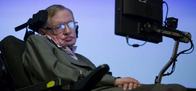 Dieu, les extraterrestres, la mort… Stephen Hawking en quelques citations marquantes