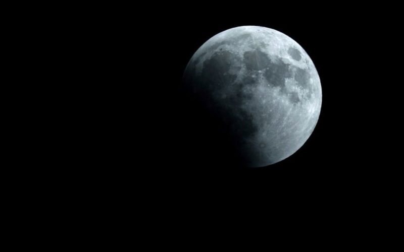 Confirmation de présence de glace à la surface de la Lune