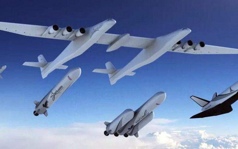 L'immense avion de Stratolaunch lancera aussi des fusées maison